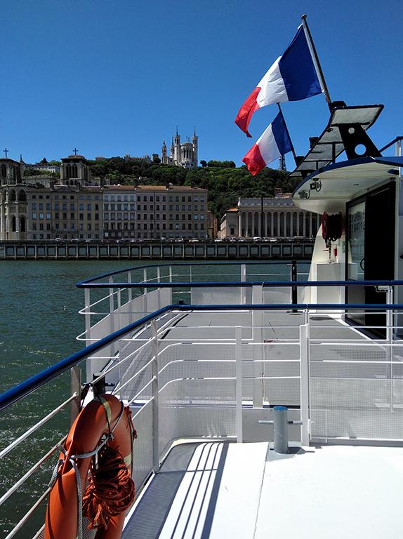 Balade bateau Alerte - Vue du bateau sur la Basilique de Fourviere